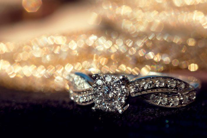 Détail d'une bague de fiançailles, diamant et or blanc Antananarivo par photographe professionnel Madagascar Tianaina