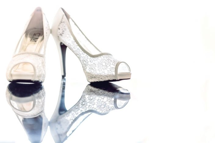 Détails d'une paire de chaussure de la fiancée par Tianaina photographe professionnel Madagascar