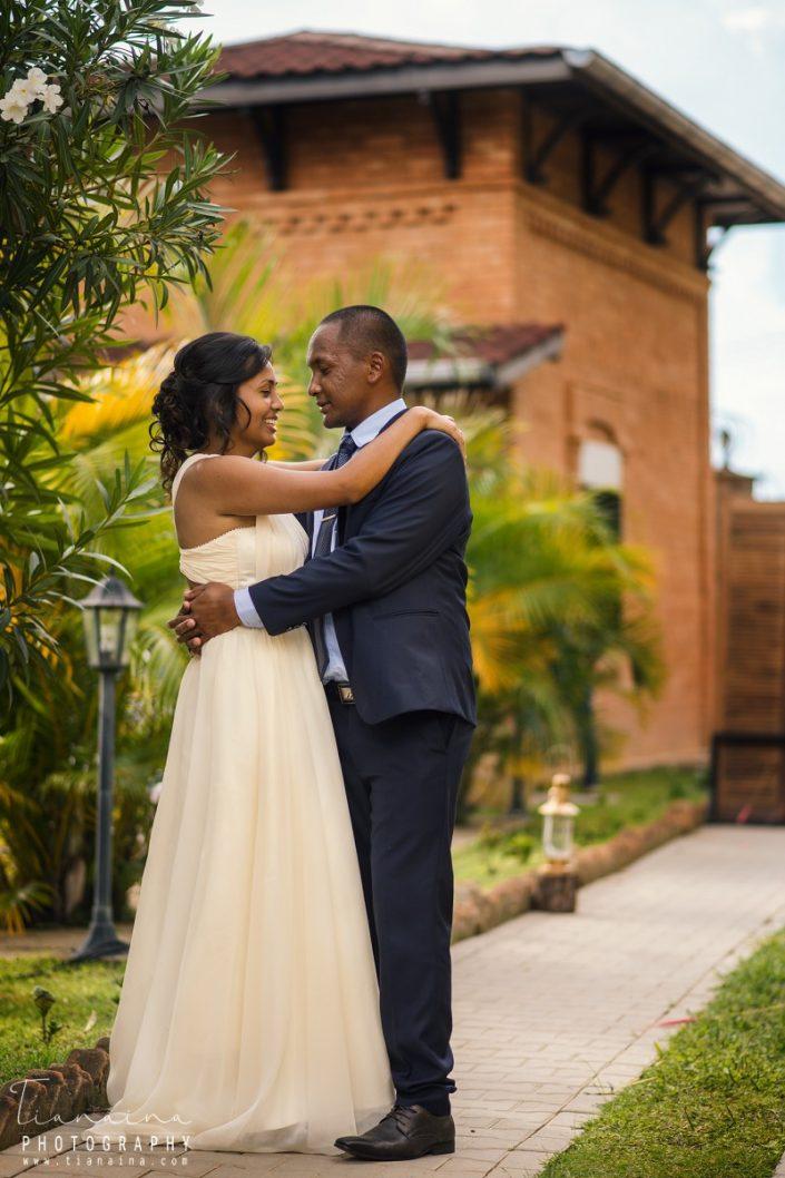 Couple amoureux, fiançailles par Tianaina, photographe mariage madagascar