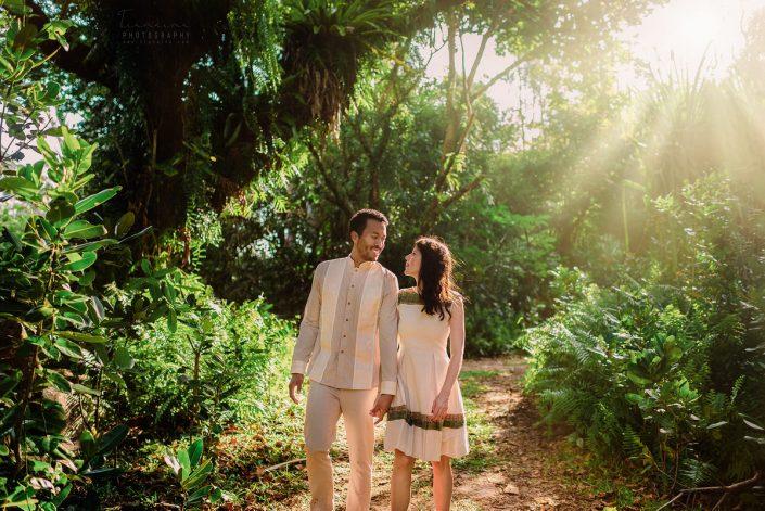 Séance d'engagement d'un couple fiancés à Sainte Marie Madagascar par Tianaina photographe de mariage