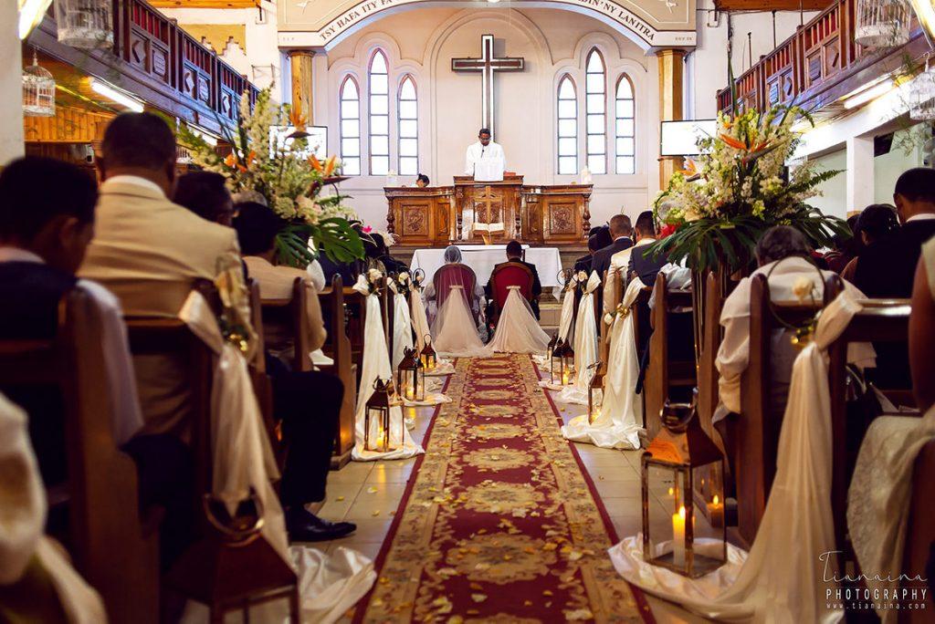 Décoration de l'allée de l'Eglise lors d'un mariage par Tianaina