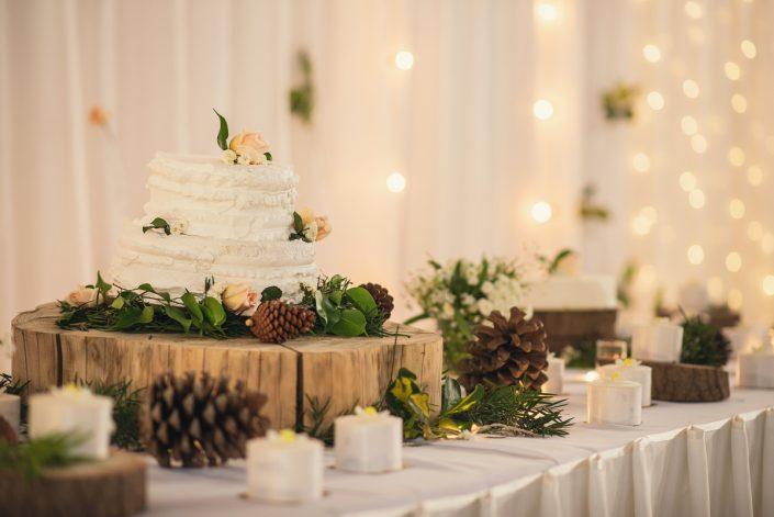 Gâteau pièce montée assorti avec le thème du mariage Antananarivo prise par Tianaina