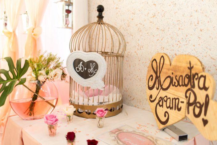 urnet et guest book des mariés par Glam Design photographié par Tianaina